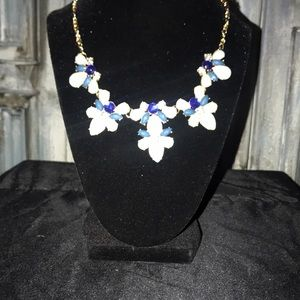 NWT Beautiful necklace